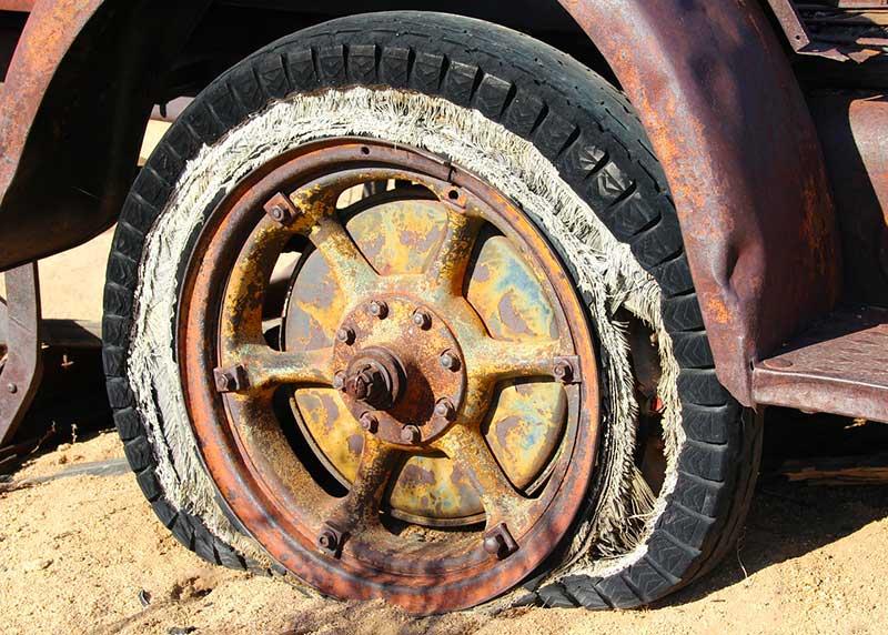 Pourquoi les pneus éclatent-ils davantage en été ?