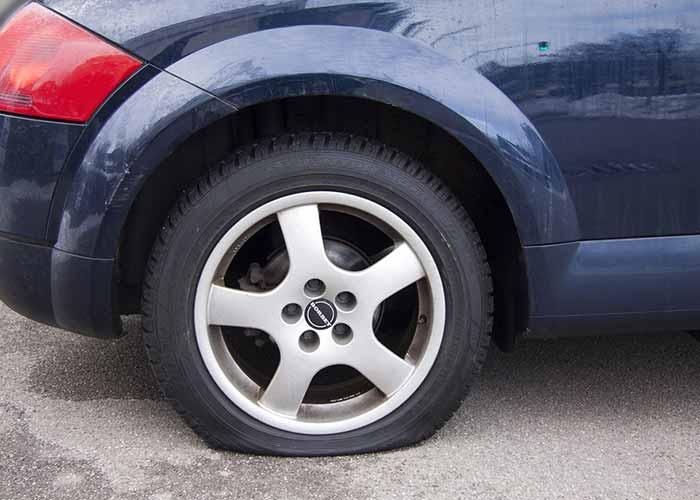changer un pneu de voiture