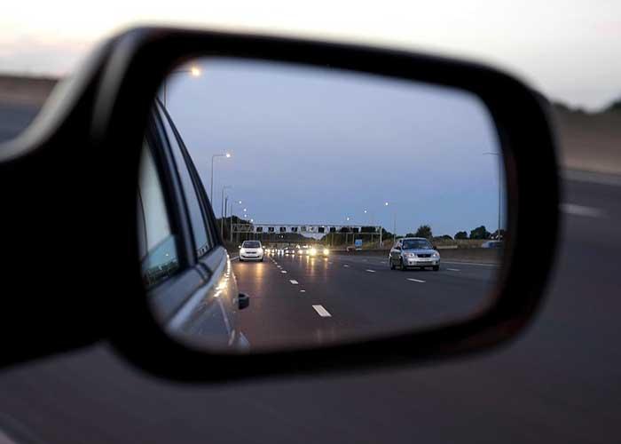 régler les rétroviseurs de la voiture