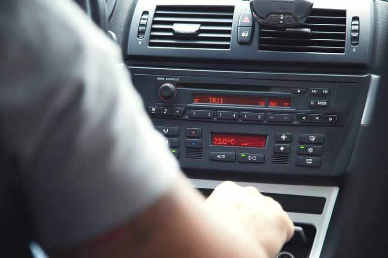 avis poste radio voiture