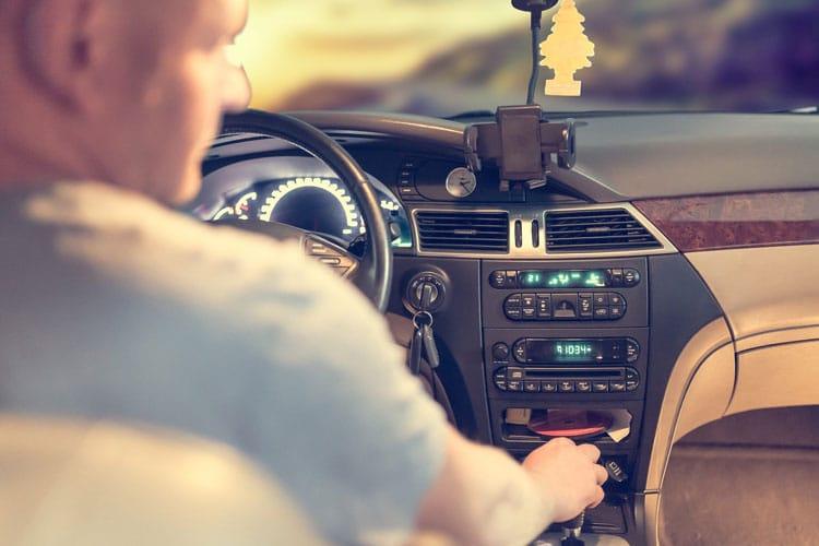 Reprise voiture de plus de 10 ans : conditions avis