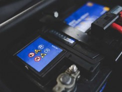 Comment remplacer votre batterie de voiture et l'entretenir ?